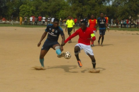 Fiji (C2B) in contest for the ball with Oshie Emma ( premed)