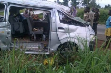 STUDENTS OF OOU INVOLVED IN AUTOMOBILE CRASH